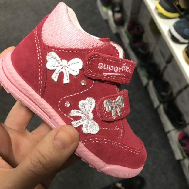 b0d278df97 V EMELLI mají botičky i pro ty nejmenší děti
